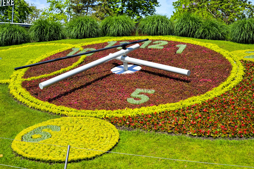 Horloge Fleuri, flower clock in the Jardin Anglais